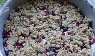 Песочный пирог с творогом и ягодами - фото шаг 3