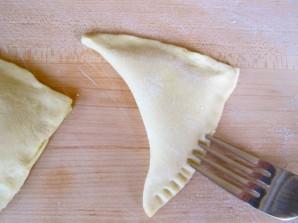 Cлоеные пирожки с творогом - фото шаг 5
