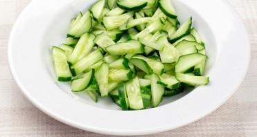 Салат из пекинской капусты с огурцом - фото шаг 4