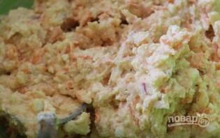 Морковно-яблочные сырники в ванильном соусе - фото шаг 3