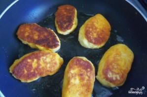 Картофельные котлеты в панировочных сухарях - фото шаг 4