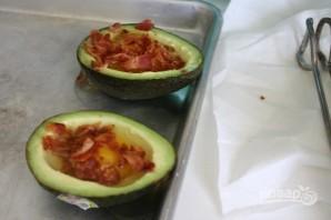 Яичница в авокадо (в духовке) - фото шаг 2