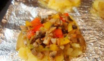 Картошка по-деревенски с грибами - фото шаг 7