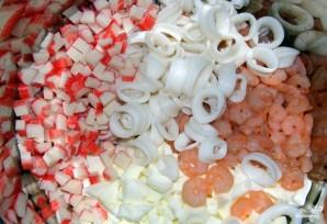 Салат с кальмарами и крабовыми палочками - фото шаг 6