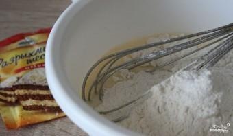 Тонкие блины на кислом молоке - фото шаг 2