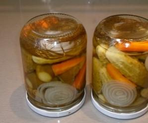 Маринованные огурцы с морковкой на зиму - фото шаг 8