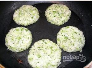 Оладьи из брокколи и цветной капусты - фото шаг 3