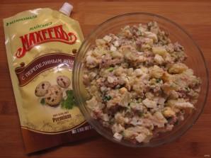 Простой салатик с печенью трески - фото шаг 7