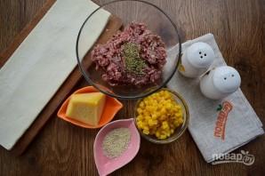 Быстрые пирожки с фаршем, сыром и кукурузой  - фото шаг 1