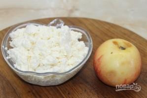 Сырники с яблоком и сухофруктами - фото шаг 1