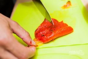Рулетики из запеченного перца с сыром и орегано - фото шаг 3