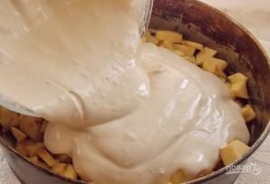 Шарлотка с яблоками в духовке - фото шаг 8