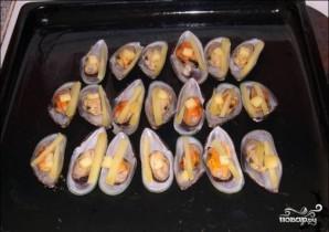 Мидии, запеченные с сыром в духовке - фото шаг 5