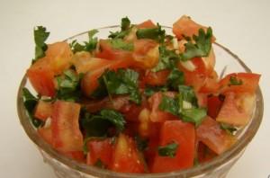 Салат с помидорами и кинзой - фото шаг 5