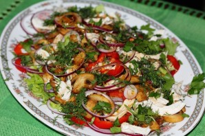 Простой салат с шампиньонами жареными - фото шаг 7