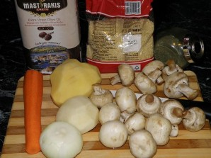 Суп с шампиньонами в мультиварке - фото шаг 1