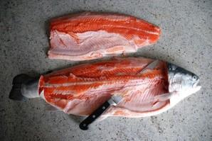 Засолка красной рыбы - фото шаг 1