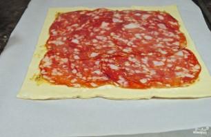 Слоеный пирог с сыром и колбасой - фото шаг 2