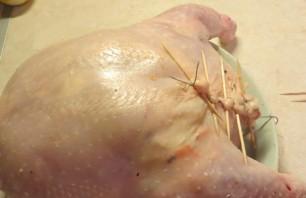 Курица, фаршированная овощами, в духовке - фото шаг 4