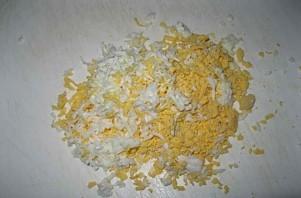 Перец с сырной начинкой и яйцом - фото шаг 1