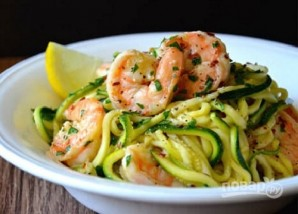 Зеленые спагетти из кабачков (цукини) с креветками - фото шаг 5
