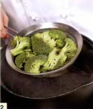 Суфле из брокколи и трёх видов сыра  - фото шаг 2