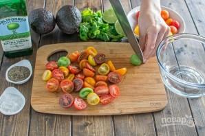Салат из авокадо и помидоров - фото шаг 1