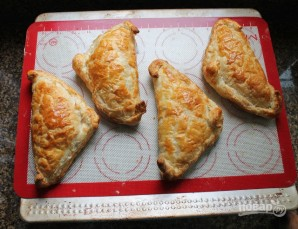 Пирожки с сюрпризом - фото шаг 10