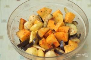 Тыква, запечённая с овощами - фото шаг 4