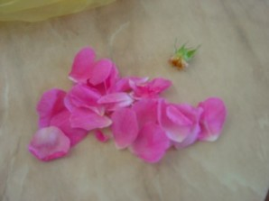 Розовое варенье пятиминутка - фото шаг 2