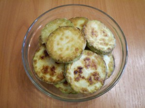 Кабачки, жареные с чесноком и помидорами - фото шаг 7