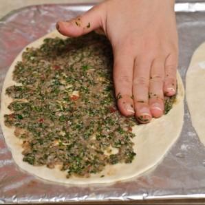 """Турецкая пицца """"Лахмакун"""" - фото шаг 14"""