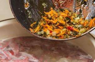 Горячий сырный суп с колбасой - фото шаг 7