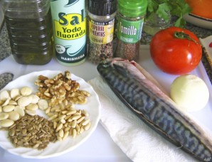 Скумбрия в духовке с помидорами - фото шаг 1