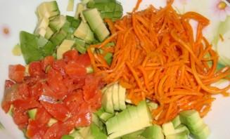 Салат с корейской морковкой и колбасой - фото шаг 1