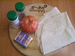 Лаваш с сыром и помидорами на костре - фото шаг 1