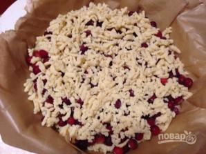 Тертый пирог с клюквой - фото шаг 6