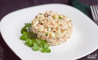 Салат с консервированной горбушей и кукурузой - фото шаг 3