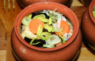 Говядина в горшочке с овощами - фото шаг 5