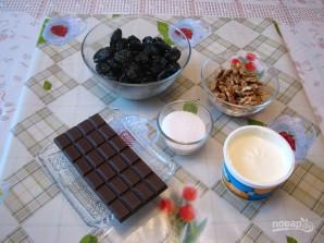 Чернослив с грецким орехом в сметане - фото шаг 1