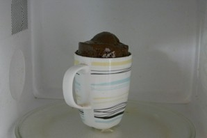 Шоколадный кекс за 5 минут - фото шаг 9