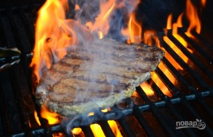Стейк на гриле в горчичном маринаде - фото шаг 4