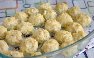 Куриные шарики в сливочном соусе - фото шаг 5