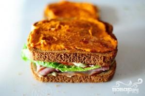 Сэндвич с беконом, ветчиной и индейкой - фото шаг 4
