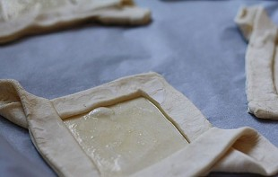 Слоеные пирожки с начинкой - фото шаг 3