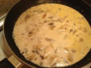 Бефстроганов из курицы с грибами - фото шаг 5