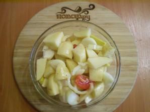 Курица с картошкой и овощами в духовке - фото шаг 3