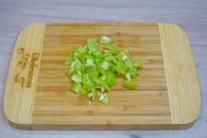 Лодочки из баклажанов с овощами - фото шаг 3