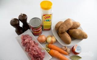 Картошка, тушенная со свининой в кастрюле - фото шаг 1