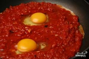Яйца в томатном соусе - фото шаг 2